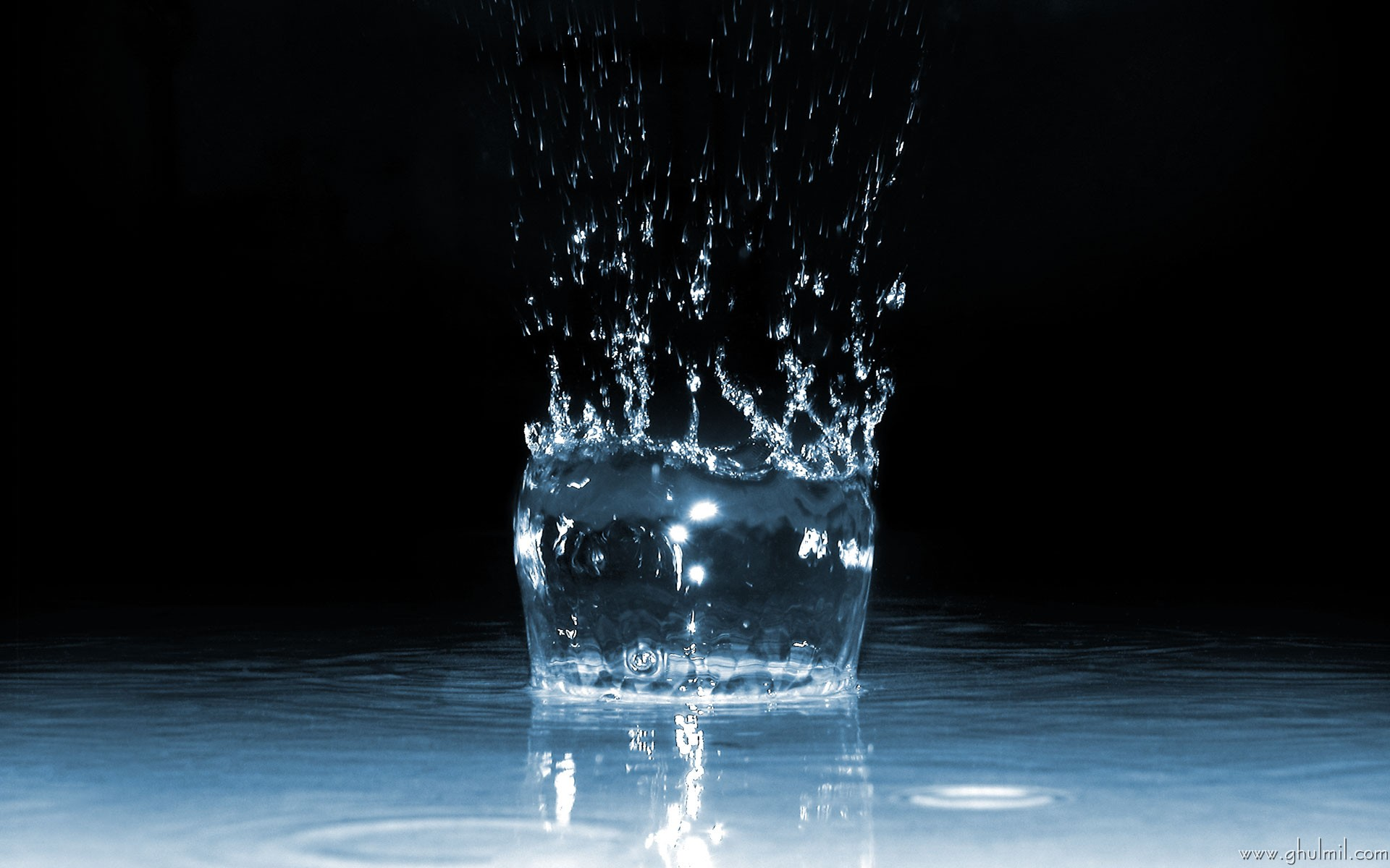 7040507-water-drops-background